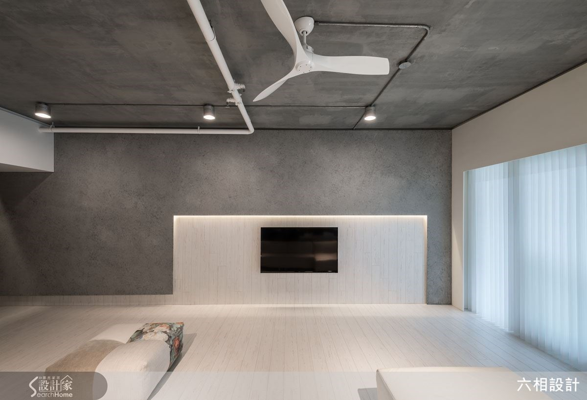 天花板刻意保持裸露感,再以礦物塗料修飾,讓視覺上的效果更加淨化純粹,還給居家空間最真實的樣貌。