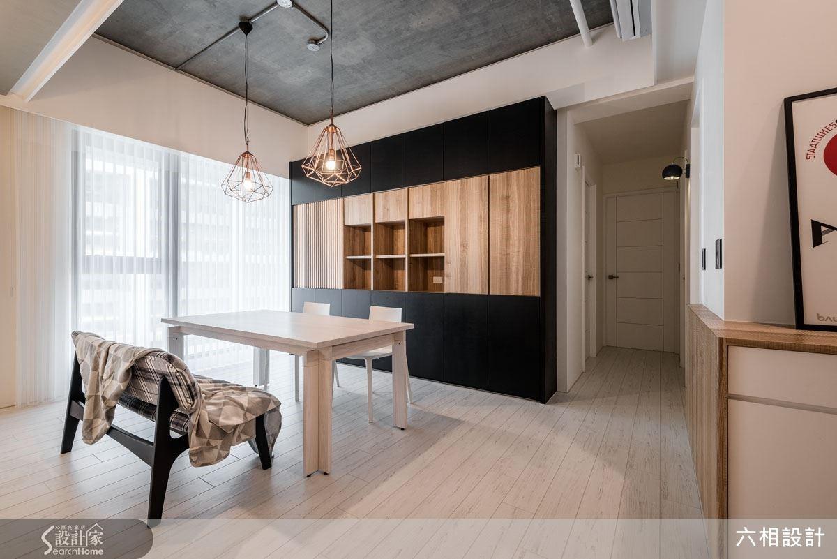 擺上一張大木桌,不需要刻意定義為書桌或餐桌,而是讓生活自然發揮它的豐富樣貌,為居住者保留最完美的空間詮釋自由。