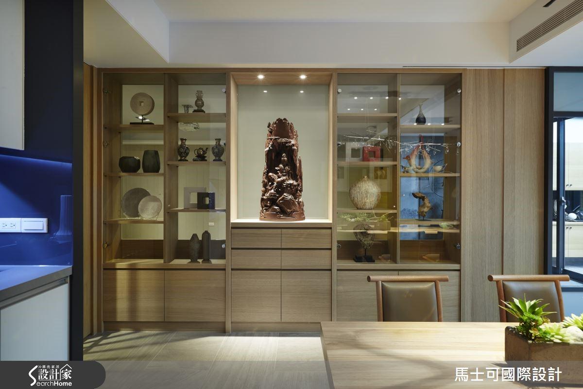 穿透的展示牆,讓空間共享藝品之美,同時放大空間感受。