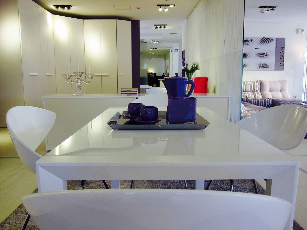 結合傢具、櫥櫃、傢飾,以洗鍊的設計及整體搭配,傳遞義式空間美學精髓。