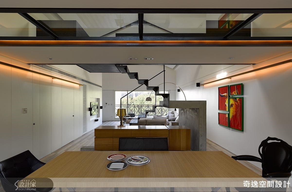 誰想得到在狹長形的老農舍頂樓,「藏」有一間現代豪宅。