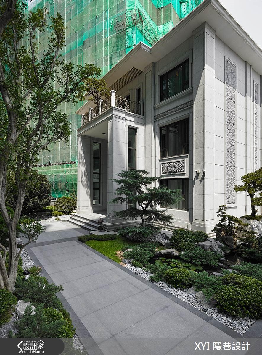 博物館般莊嚴的建築外觀,用簡約線條及自然石頭的鑿面,及乾淨俐落的顏色打造而成,建築物高度的設計上,則採以 3.3 米接近挑高的高度,讓三層樓建築看起來獨具氣勢。