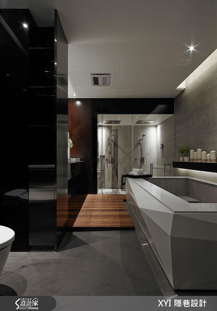玻璃拉門後藏有飯店等級的衛浴設備,選用清水模磚和木紋磚搭配,同時延續公共空間的元素,浴缸造型採切割設計,並善用洩水坡的設計,解決機能上的問題。