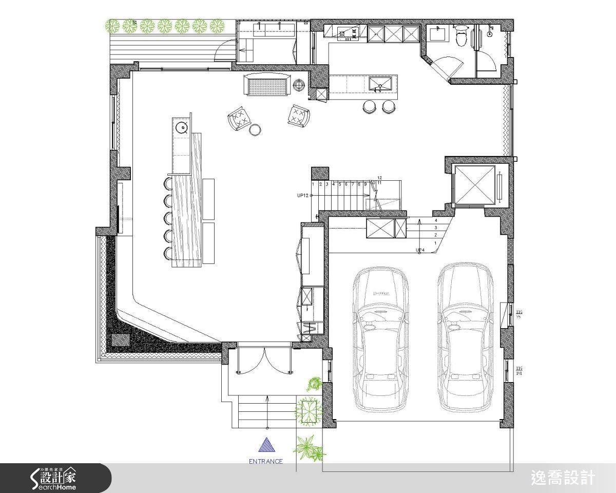 一樓採取完全開放流暢的動線設計,讓人一踏進空間便可感覺到大宅的寬敞大器,而且在生活機能上也更具靈活彈性。平面圖片提供_逸喬設計