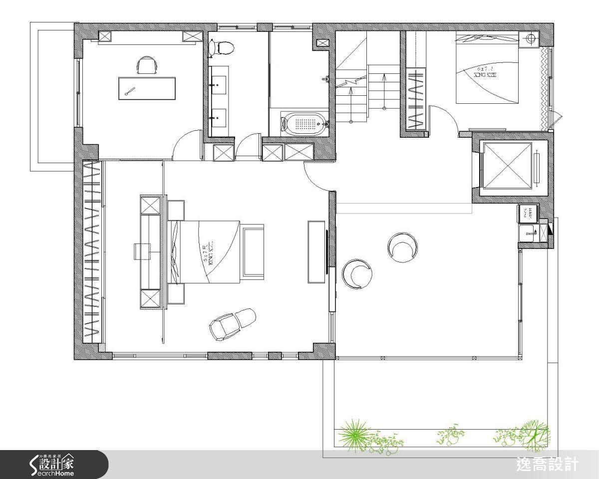 三樓的主臥室採取總統套房的設計概念,完整包含了書房、衛浴與更衣室。另外此樓層中也安排了長子返鄉居住的預備臥室以及半露天式的起居空間。平面圖片提供_逸喬設計