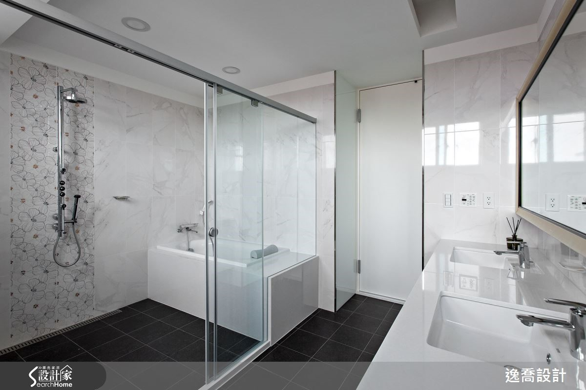 主臥附設衛浴以五星級飯店規模打造而成,為屋主夫妻創造最舒適放鬆的生活空間。