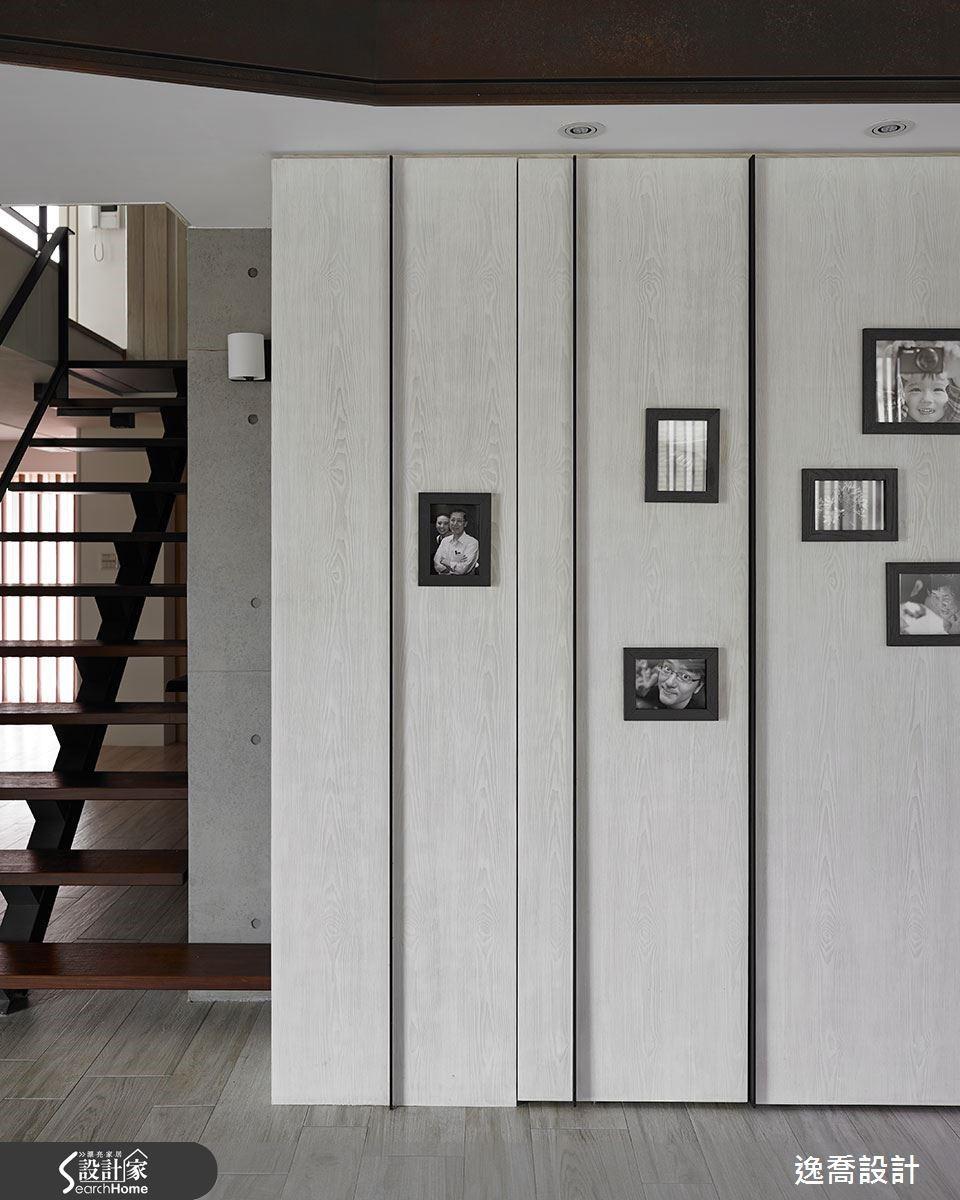 櫃體門片呈現前後錯落的層次,勾勒出簡潔有力的美感。