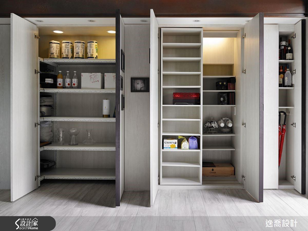 櫃體內部依據不同需求,規劃了雙層櫃與鐵件層架等豐富機能,還有貼心的燈光照明設計。