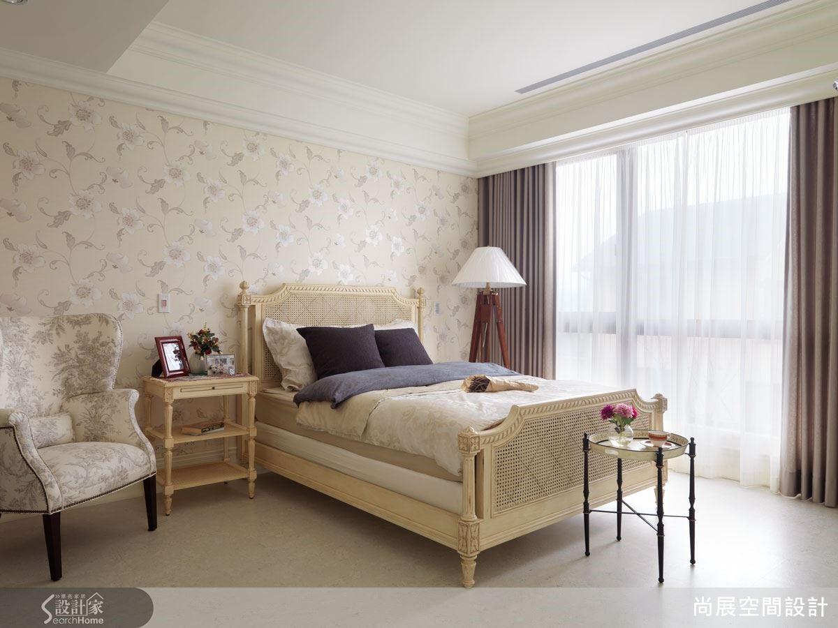 相較於單純使用漆色,壁紙的素雅樣式能為空間創造更恬淡自然的美感品味。