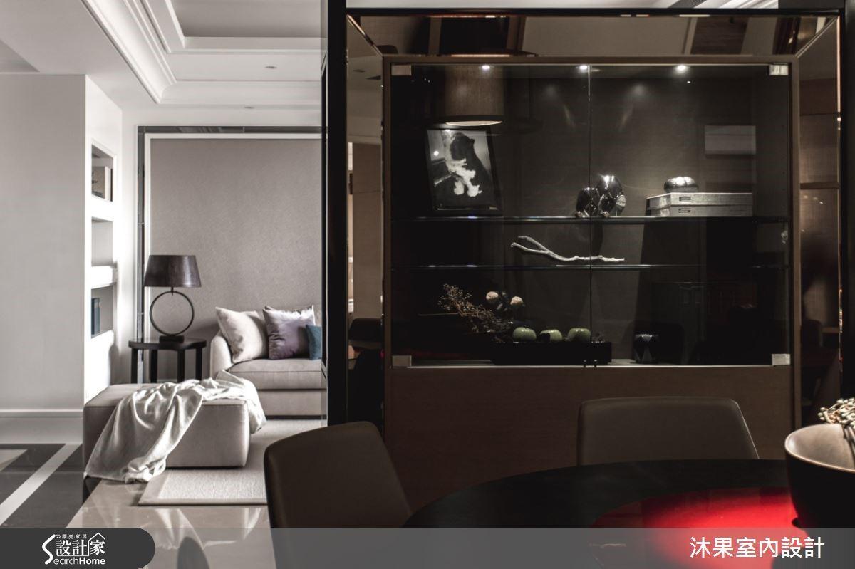 歐式奢華內蘊著東方人文樸質,兩種不同風格的衝撞、巧妙的融合,演繹開闊奢華的空間感。