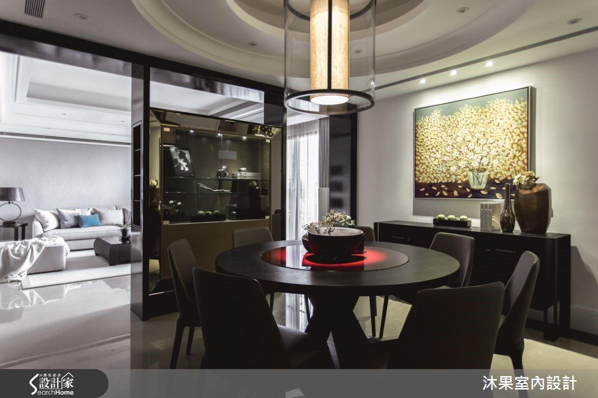 餐廳完整彰顯恢宏寬敞的空間尺度,展現主人的品味與氣勢。