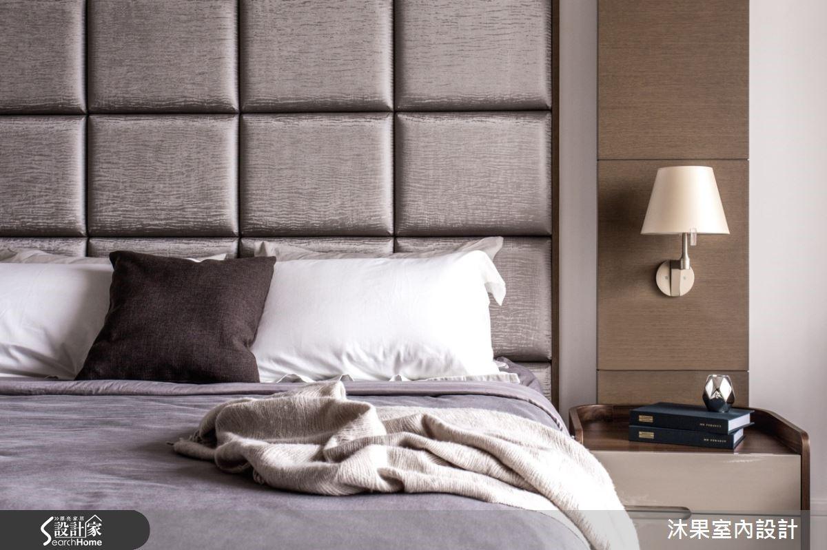 主臥床頭以大地色元素為空間語彙,營造淡雅放鬆的氛圍。