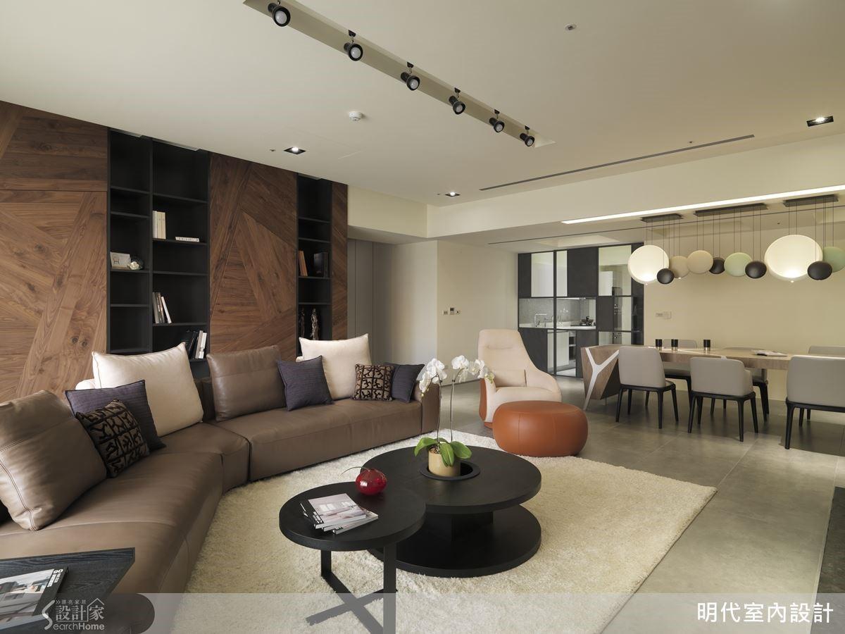 廚房與客廳間,利用穿透的玻璃拉門做出空間區隔,結合開放式客、餐廳設計,突顯大尺度的空間優勢。