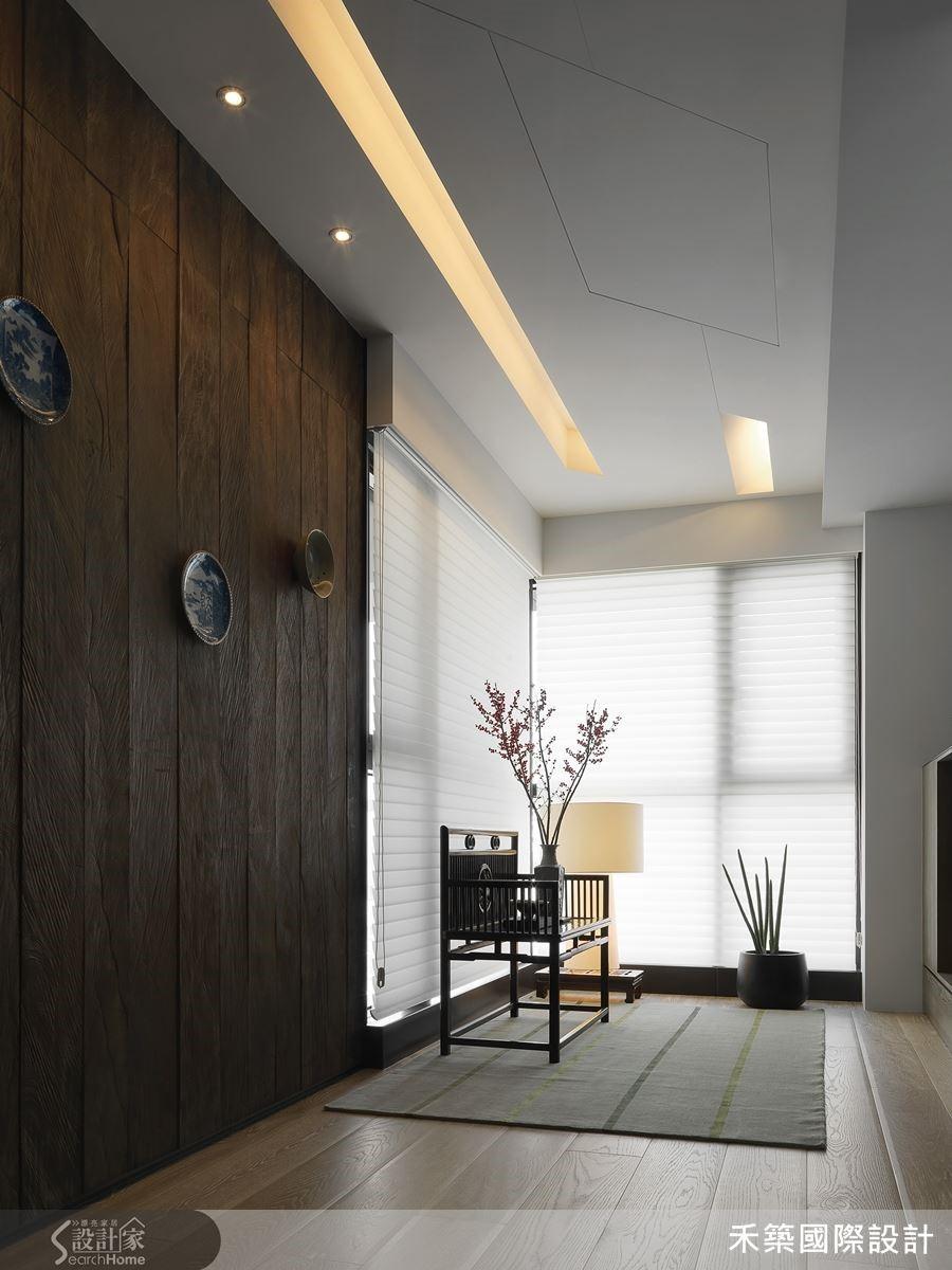 將阿嬤的古碗及中式老家具在新居玄關沿用,營造復古懷舊的氛圍。