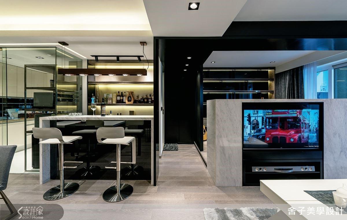 空間裡又再細分出不同的格局,彼此坪效看似有點重疊但卻又獨立,提供各種機能設計也滿足屋主生活所需。