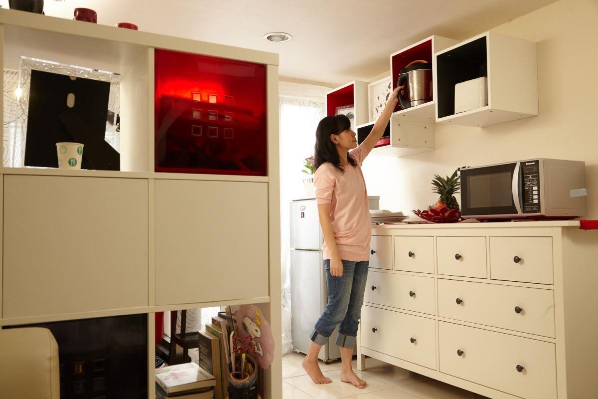 廚房家電規畫收納機能與強調方便使用,選擇適當的工作檯面以及櫃體,更能完善的改變生活習慣。 攝影_黃暉中