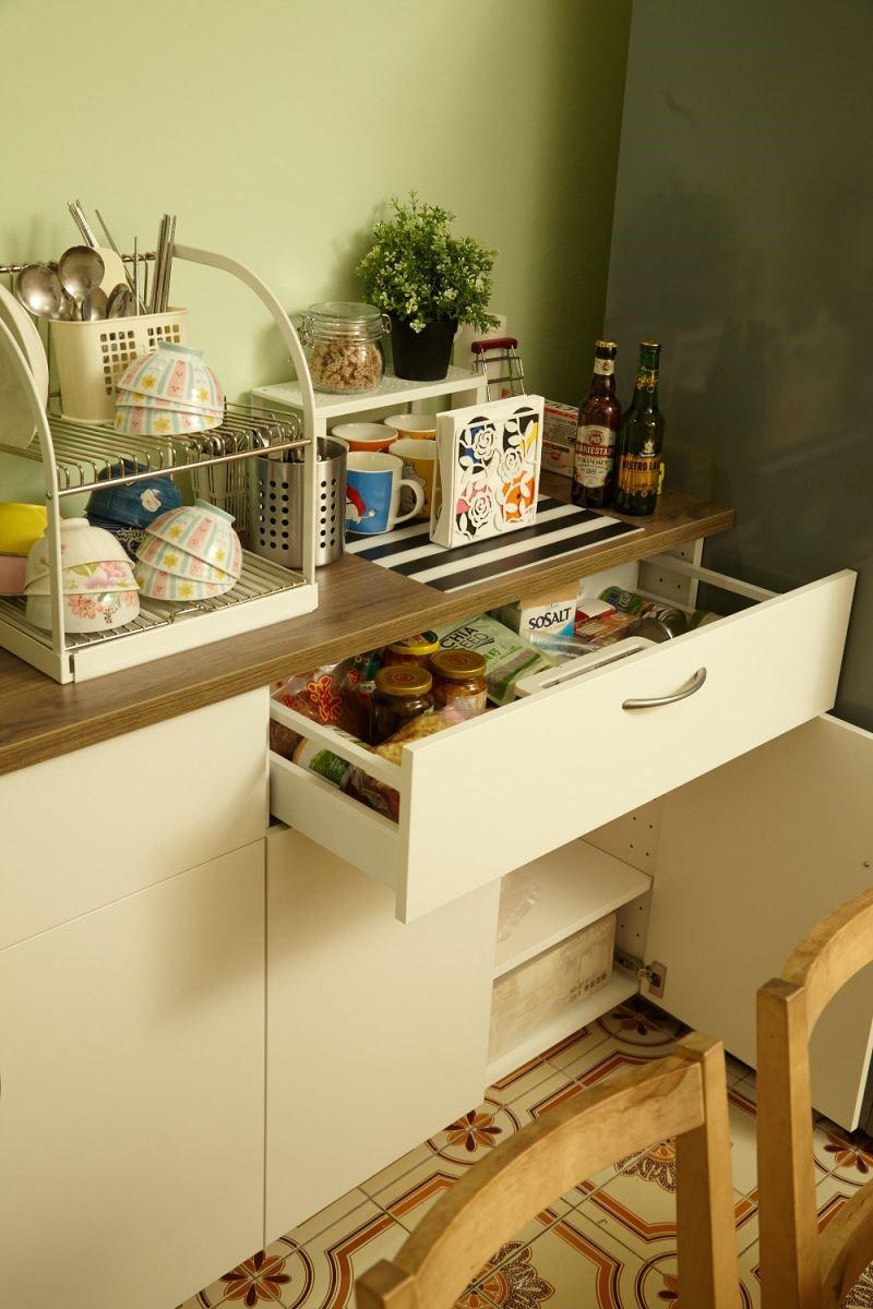 選擇了可以聰明使用的系統櫃體,不僅妥善的利用空間,還讓居家表情更為整齊乾淨。攝影_黃暉中