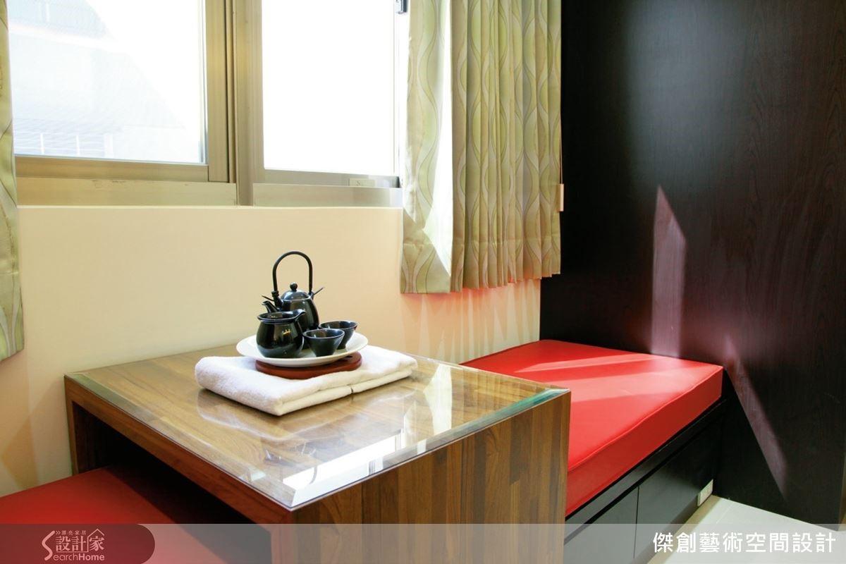 女主人能夠在紅色臥榻區休憩、泡茶、賞景。