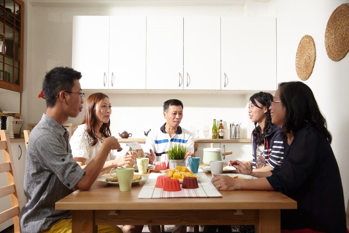 為了全家人可以坐在同一個桌上吃飯的希望,這次選擇了能依場合延伸大小的餐桌,可因人數應變,開心地享受全家人在餐桌上的吃飯時光。攝影_黃暉中