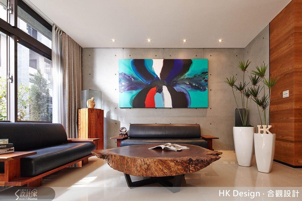 在光影、建材的交織下,打造出貼近居住者內心的暖感居宅。