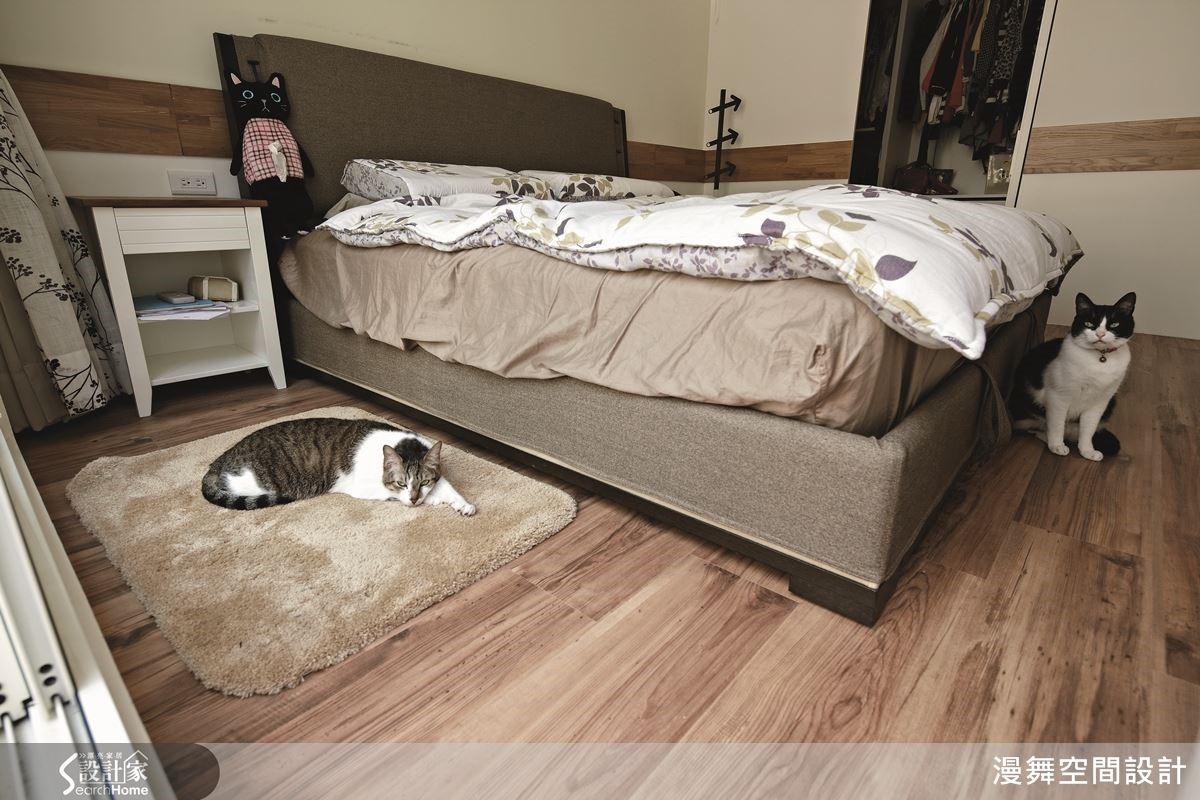 豢養毛小孩的空間使用超耐磨木地板,不但比較耐磨耐刮,而且在整個空間氛圍的營造上也會更溫暖甜蜜呢!