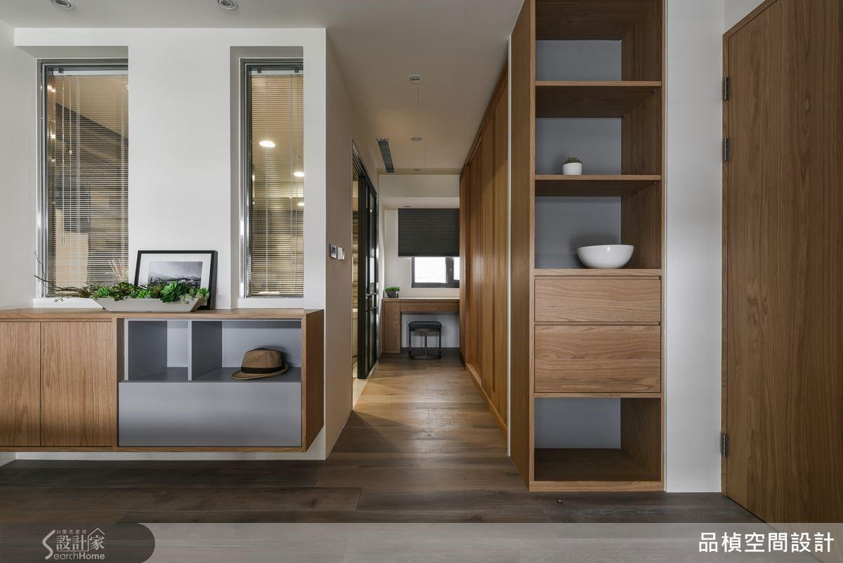 偌大的主衛浴室,是寬敞的安全也摻入未來的生活需求,雙開窗使光線穿透,同時也是方便夫妻相互照應的貼心。