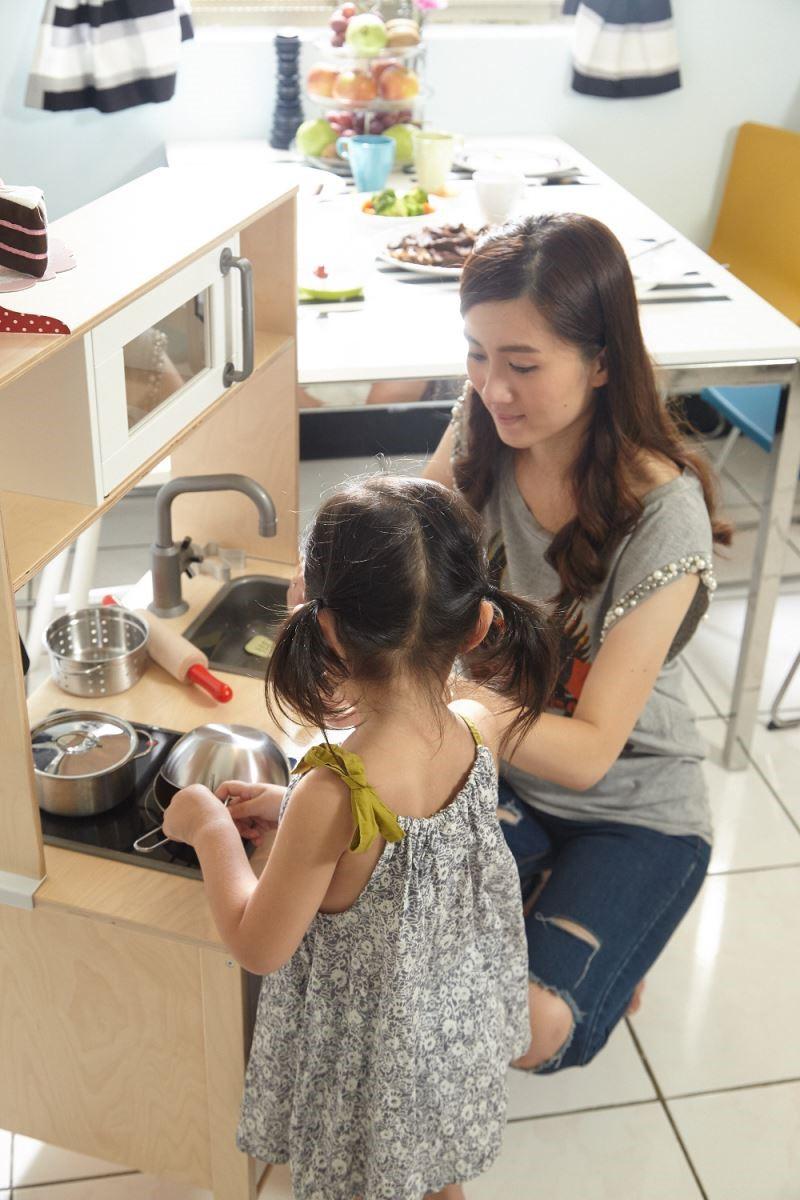 增加兒童廚房,讓大人做菜的同時,孩子也可自己扮家家酒。攝影_黃暉中
