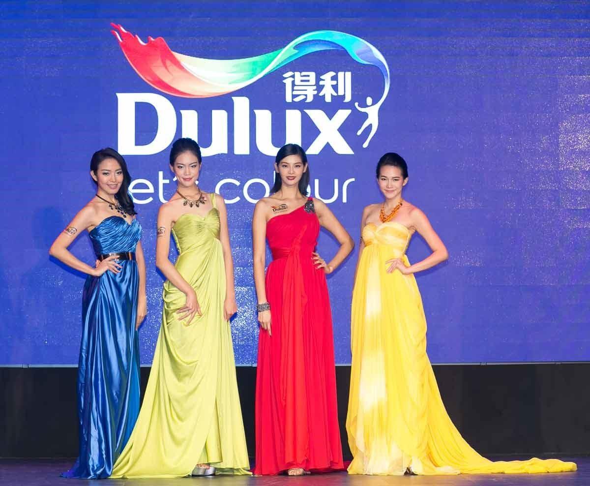 Dulux 得利塗料特與伊林模特兒攜手合作舉辦臻彩時尚秀,以服裝演繹得利塗料的時尚色彩以及立體質感,在居家牆面上引爆繽紛時尚潮流。