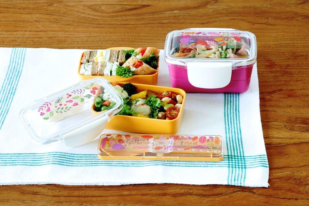 能盛裝豐盛料理的圓頂雙層便當盒,上蓋以圓弧凸出的造型為設計,能盛裝更多配菜。可堆疊收納攜帶方便。