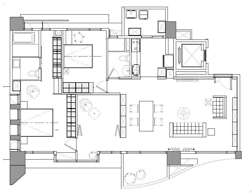 設計師將房間走廊與主臥室的入口移至靠窗側,讓採光得以從廊道中透入,不但改善了採光環境,同時也讓動線變得更流暢!平面圖提供_六相設計