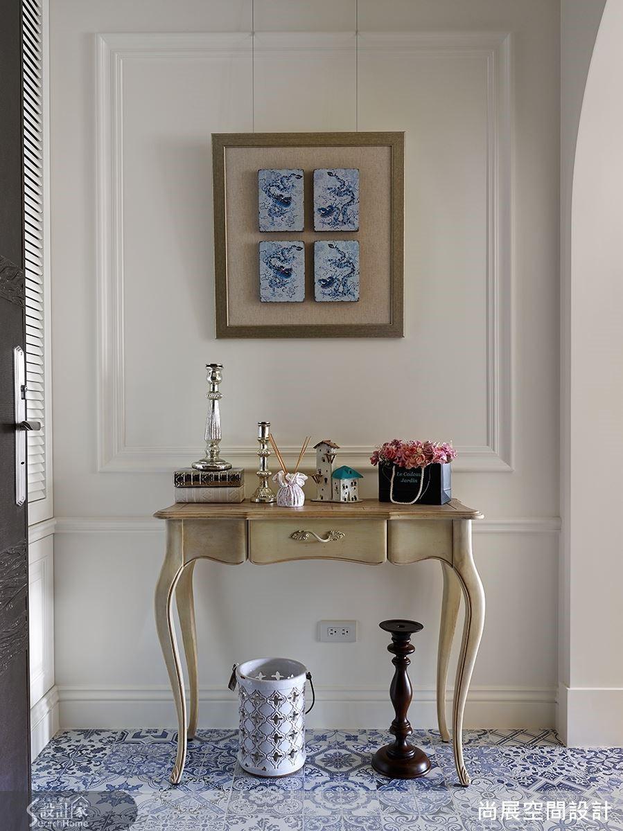 如玄關桌的造型在簡約中蘊含優雅韻味,讓人一進門就感受到空間的氣質。
