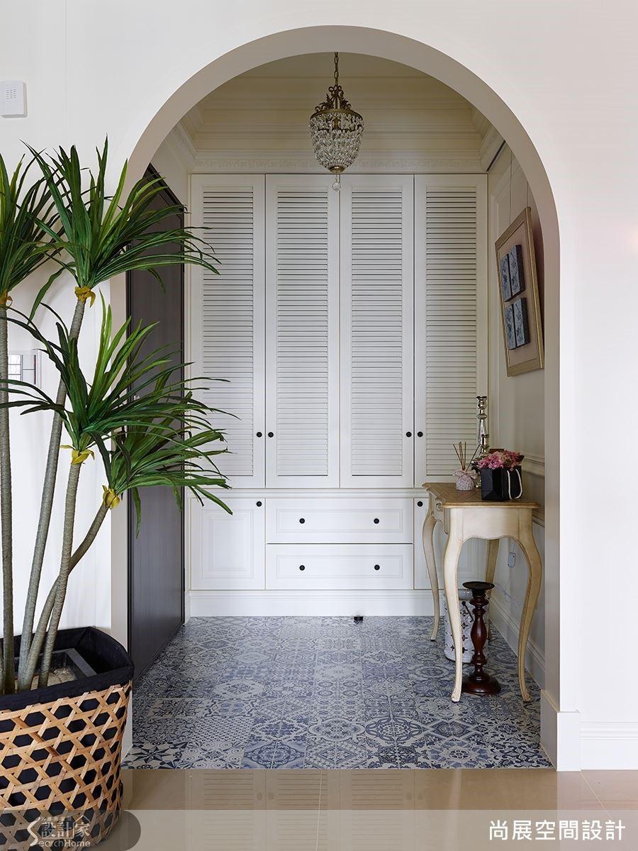 經典的白色歐式拱門、南洋風格的植栽或者是帶有東方青花瓷之美的地磚,都讓空間的美感更加迷人。