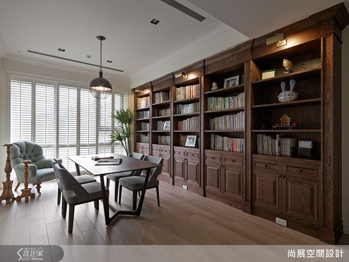 例如:書房以全家人能在此共同讀書談天為設計主軸,打造寬敞開闊的空間,並搭配整面深色書牆,創造沉穩的閱讀氛圍。