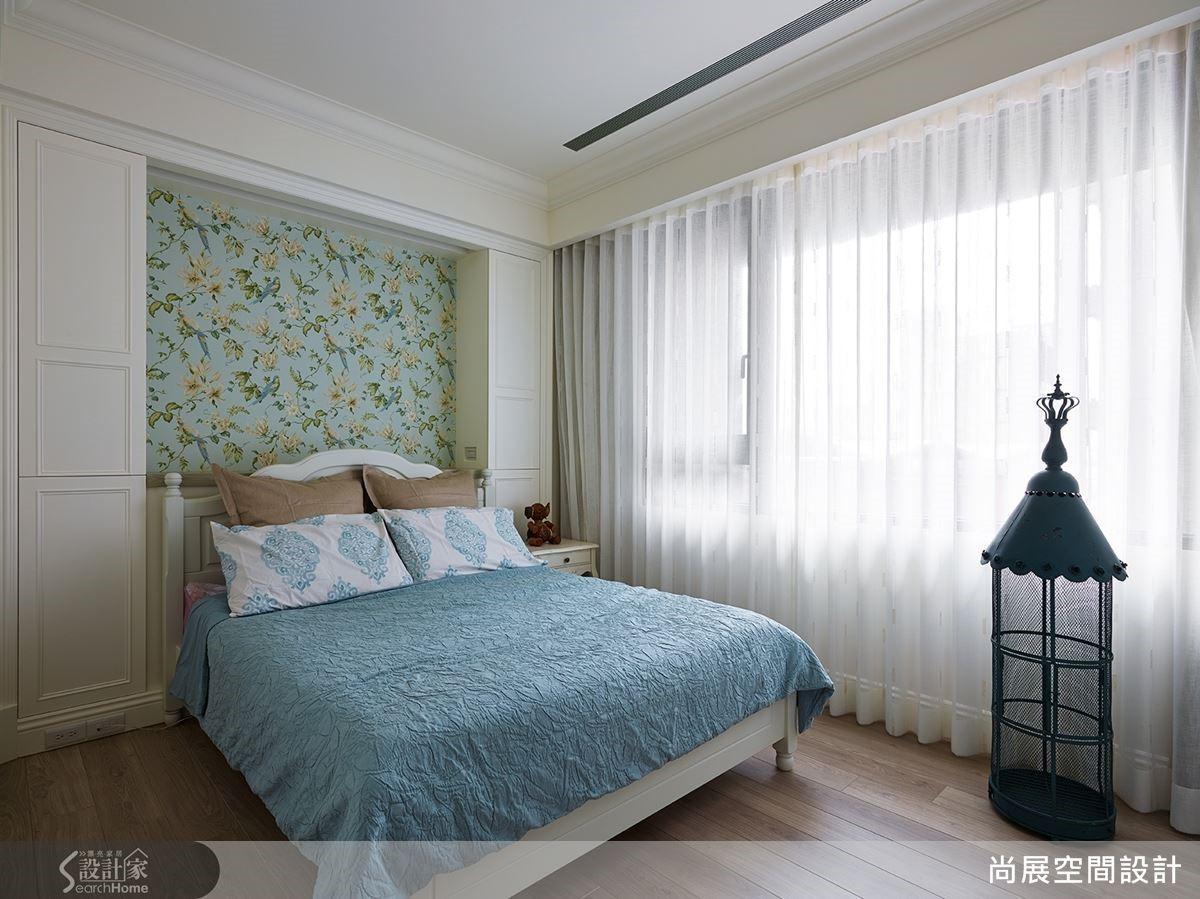 為屋主母親所規劃的孝親房則是運用了典雅的湖水綠,創造雍容美感。