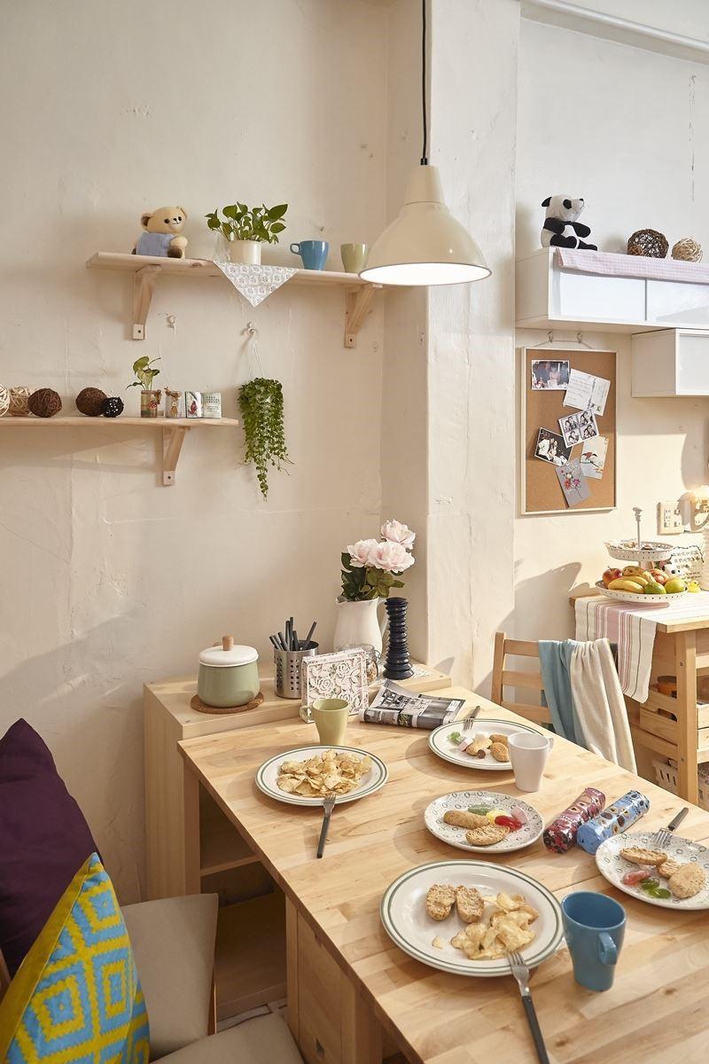 運用家具櫃體:IKEA EKBY JÄRPEN 掛牆式層架NT.$495元~NT.755元
