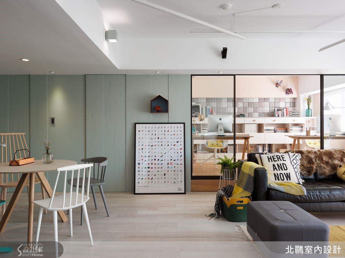 公共空間利用薄荷綠刷飾的木作牆面,巧妙將衛浴動線隱藏,開放的書房型態,享有光線與空間感的滿足,回應北歐居家的精神。
