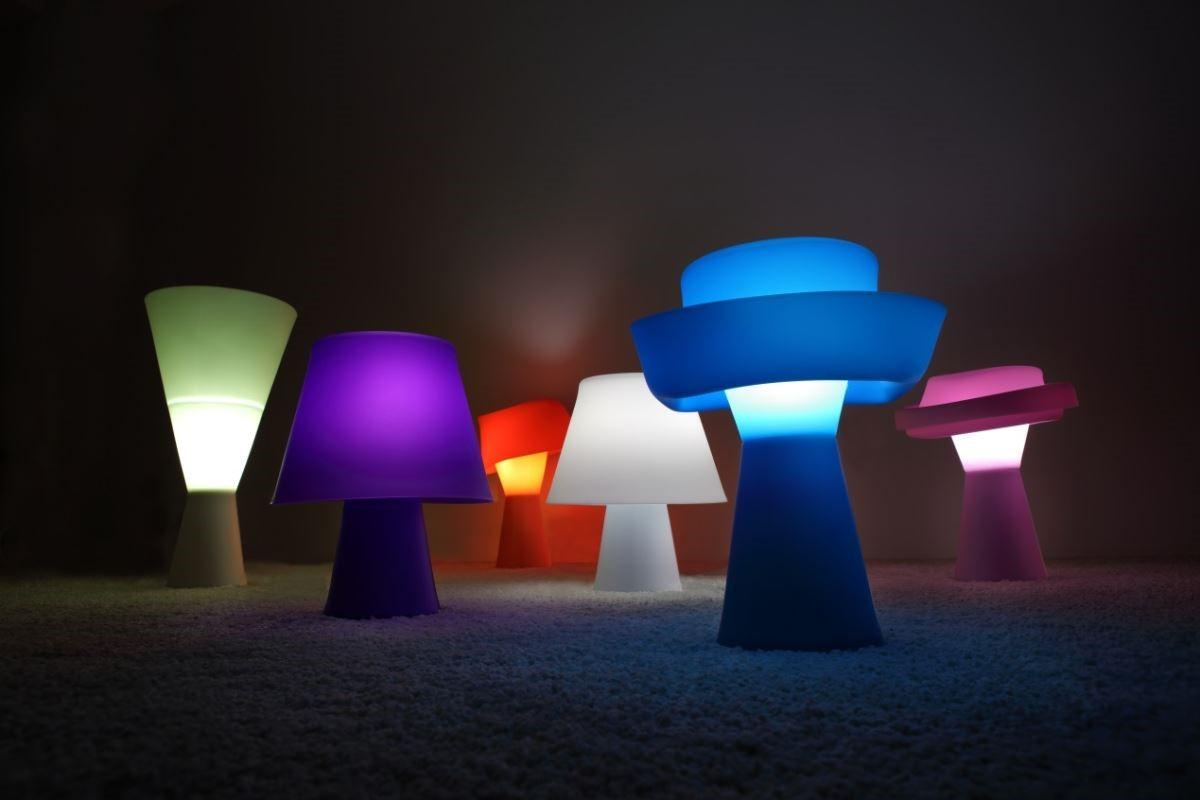 馥閣設計考慮了屋主的小孩年紀還小,特別放置了喜的燈飾安全性矽膠地燈,可以任小朋友翻折燈罩,使用上非常安全,色彩鮮豔的設計也為空間增添了藝術裝飾品。圖片提供_馥閣設計、喜的燈飾