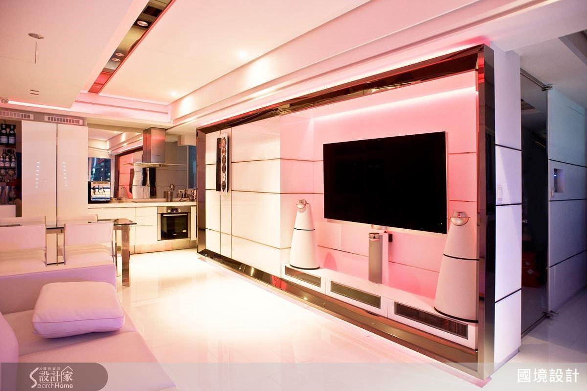 結合美國控制系統領導品牌 CRESTRON 自動色系燈控系統,讓白色基底空間可隨意變換風貌。