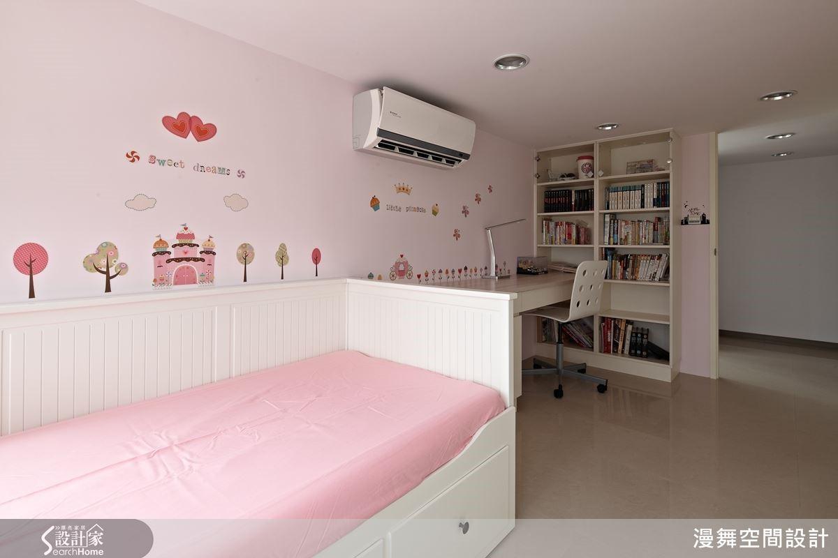 讓孩子學習用壁貼裝飾自己的房間,輕鬆省力又容易成功!