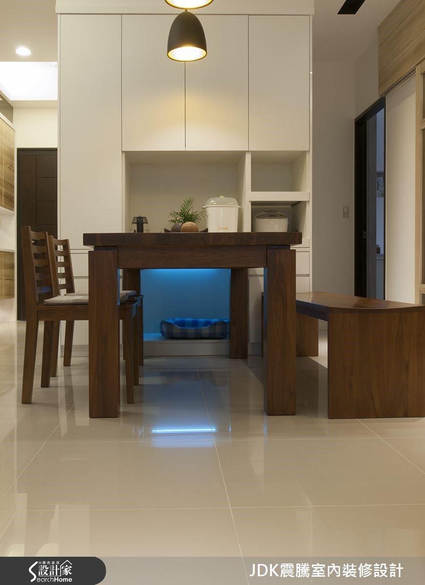 廚房收納機能齊全,讓空間不顯雜亂;專屬的寵物窩添加無菌燈設備,讓家中隨時保持乾淨清爽。