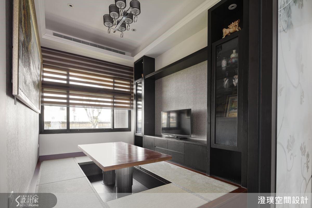 特別為主人設置的品茗室採用架高榻榻米設計,地板結合了升降桌與收納機能,而電視櫃體則可用於收納屋主典藏的壺杯器皿。