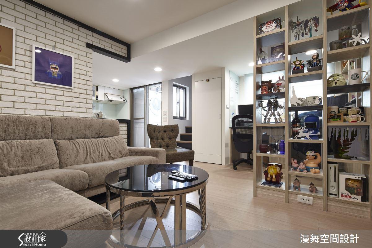 運用開放式的展示櫃設計,搭配年輕活潑的空間氛圍營造,讓居家空間也能成為模型的最佳展示舞台!欣賞完整案例:漫舞_39_台北市松山