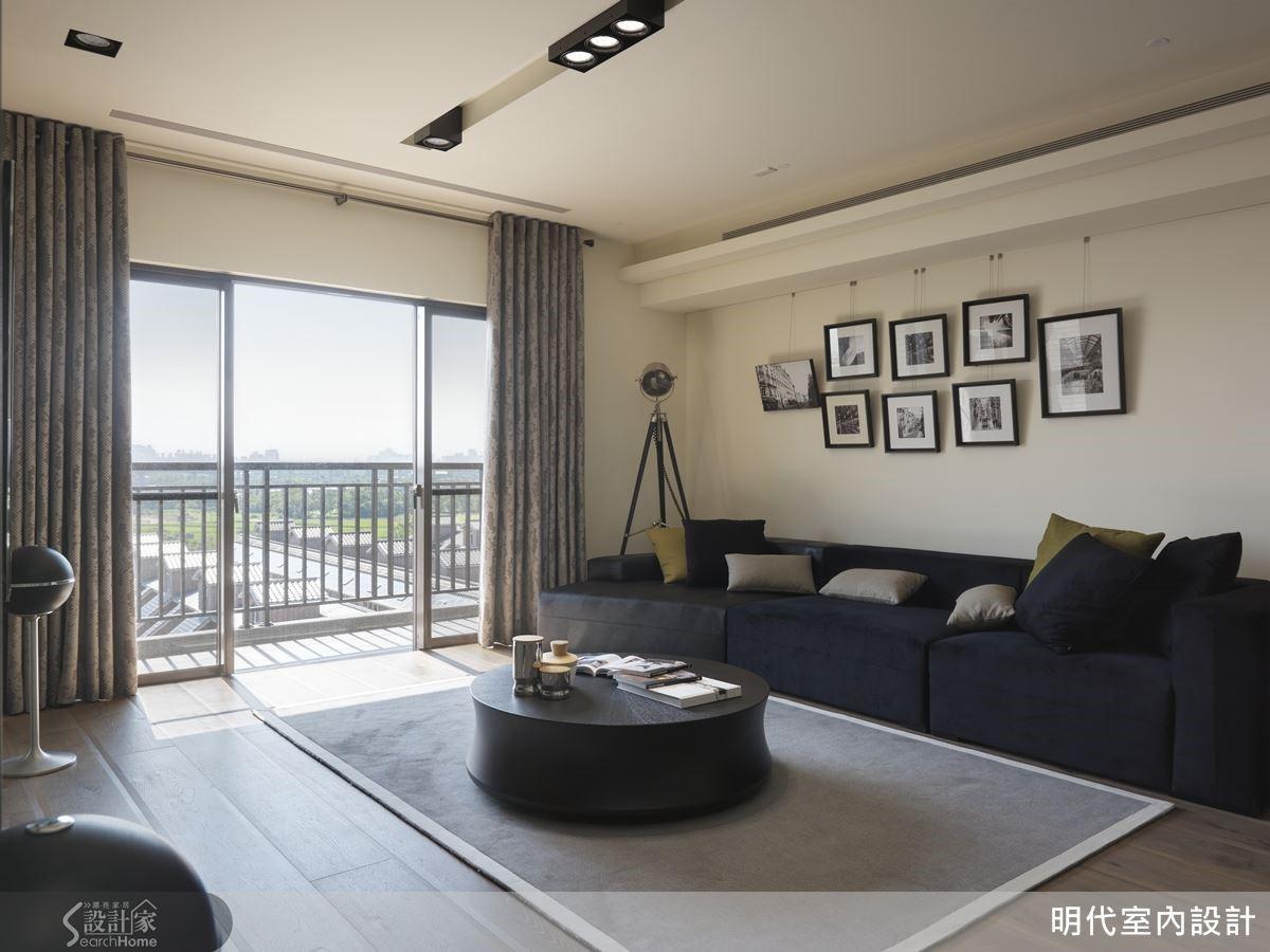 納入位處高樓的美好採光,以淺色牆搭配家飾妝點,雕塑出氣質的空間表情。