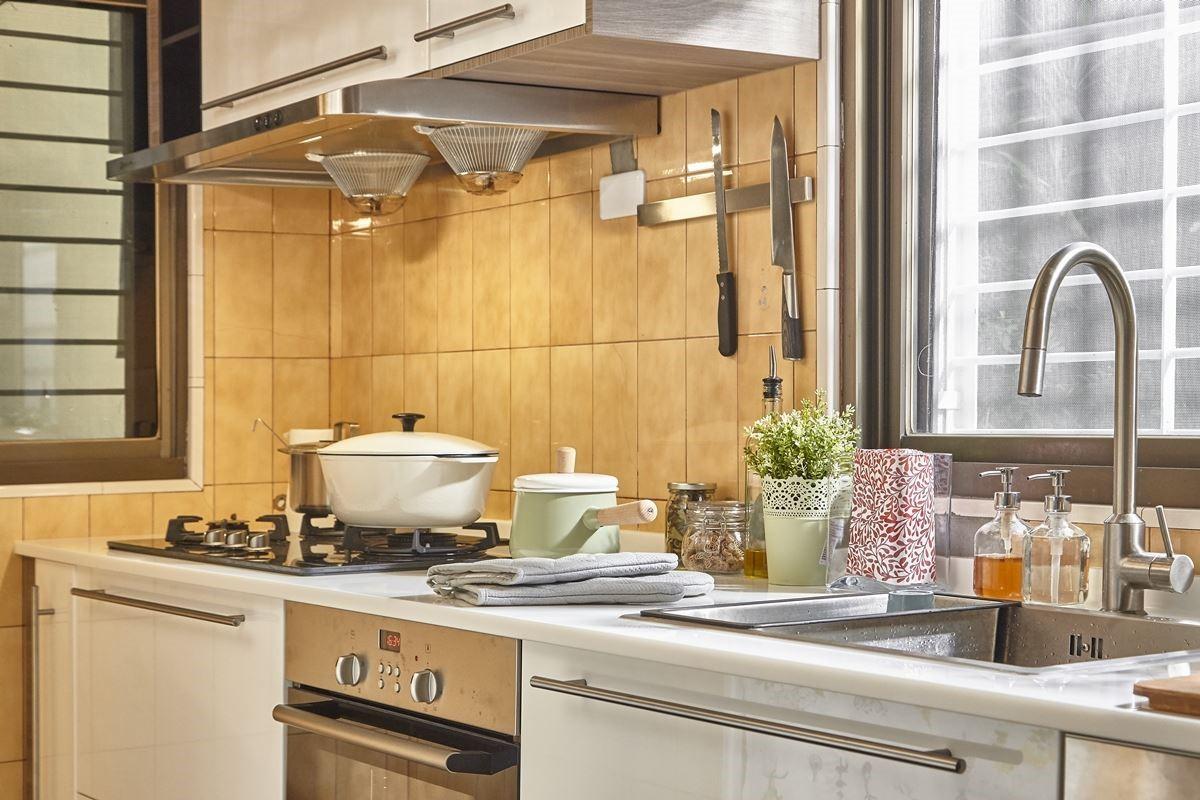 運用家具櫃體:METOD 系統廚櫃組合、RINGHULT 門板、UTRUSTA 抽屜面板。