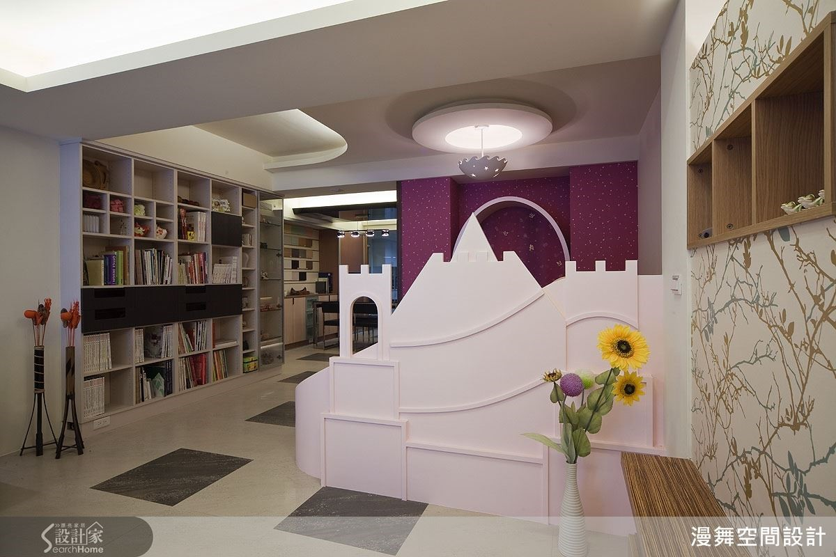 想要在家裡打造一座屬於寶貝的夢幻王國?當然沒問題!以城堡造型打造居家空間的兒童遊戲區,為寶貝的童年增添更多繽紛想像。(看完整案例:漫舞_17_台北市)
