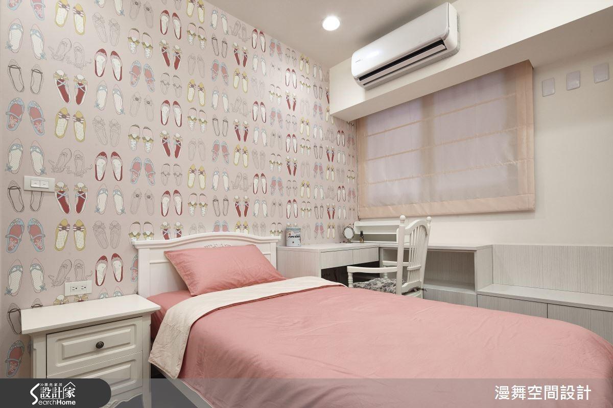私人的空間領域,就讓妳的少女心綻放開來吧!利用粉色系的可愛壁紙圍繞空間,生活也更多了幾分甜蜜氣息。(看完整案例:漫舞_28_新北市三重)