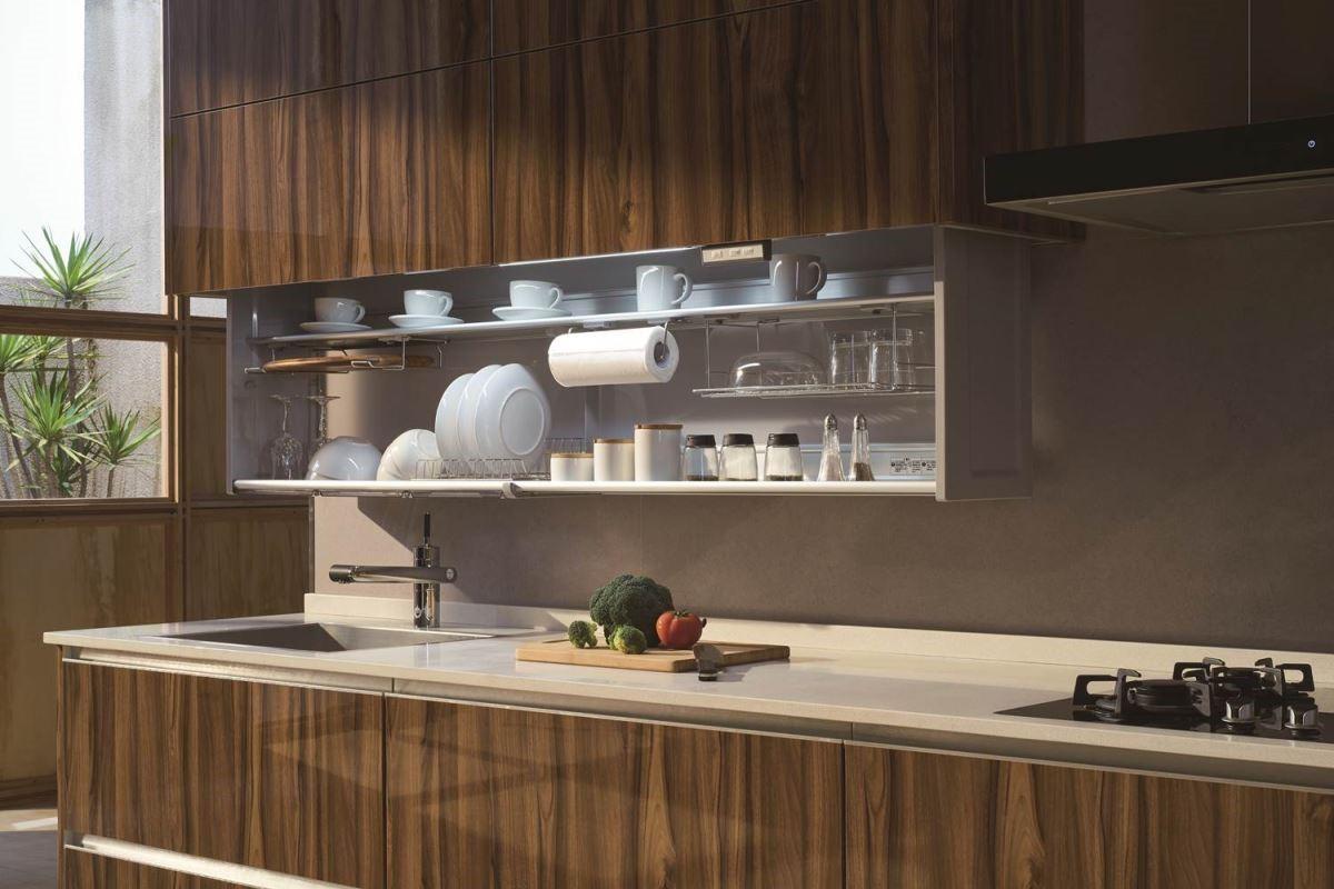 【靜音緩衝】不管是開放式的廚房或獨立型的,都能依空間條件,將坪效發揮到最大就是每一個角落都可以收納,建構合適的靜音緩衝系統或電動機電等,提升生活品味,讓完美的生活從廚房實現。圖片提供_櫻花廚藝生活館