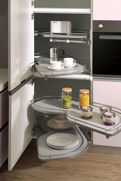 【智慧空間收納】大容量旋轉收納櫃,配置畸零角落,依使用習慣靈活配置,同時發揮最大坪效。圖片提供_櫻花廚藝生活館