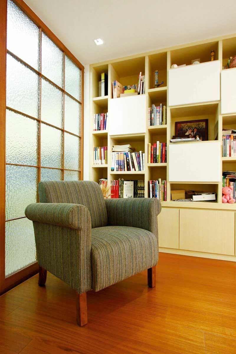 沉靜的書房空間,搭配一張小巧的單人座沙發,圓潤的造型讓人可以舒適沉浸於閱讀的天地。小梅根沙發單人座/W77 x D78 x H71cm/標準價格:9,500 元