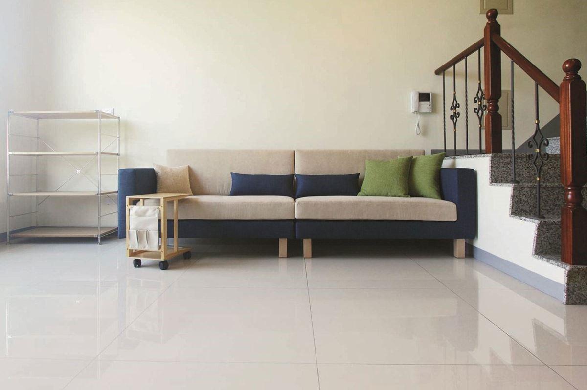 簡約俐落的造型,具有北歐風格的清爽氣質,搭配深淺藍白雙色跳出色彩層次,讓沙發同時是空間的美感焦點!雙子星沙發四人座/W266 x D90 x H83 cm /標準價格:52,000 元